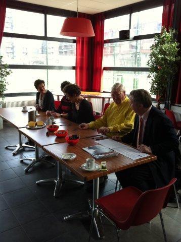 https://www.wijkraadnab.nl/cms/media/Fotoalbums/wijkcontract_2012/wijkcontract_Nieuwe_Amsterdamse_Buurt_08-03-2012_001.jpg