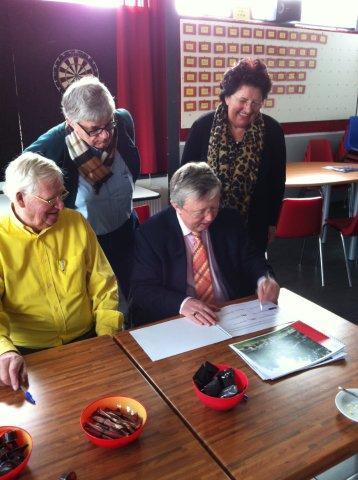https://www.wijkraadnab.nl/cms/media/Fotoalbums/wijkcontract_2012/wijkcontract_Nieuwe_Amsterdamse_Buurt_08-03-2012_004.jpg