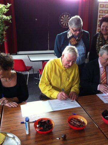 https://www.wijkraadnab.nl/cms/media/Fotoalbums/wijkcontract_2012/wijkcontract_Nieuwe_Amsterdamse_Buurt_08-03-2012_005.jpg